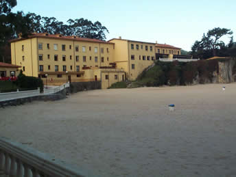 <h5>6  Hotel from the beach</h5>